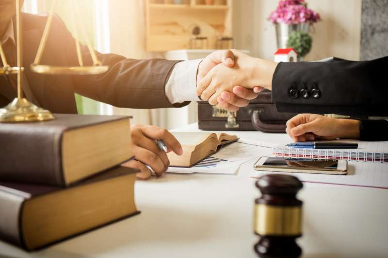 Как найти своего адвоката