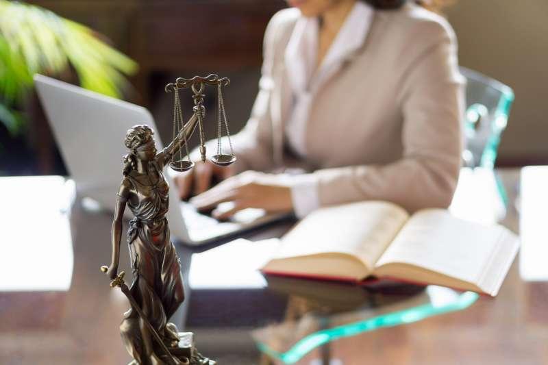 Стоимость консультации адвоката - из чего берётся?